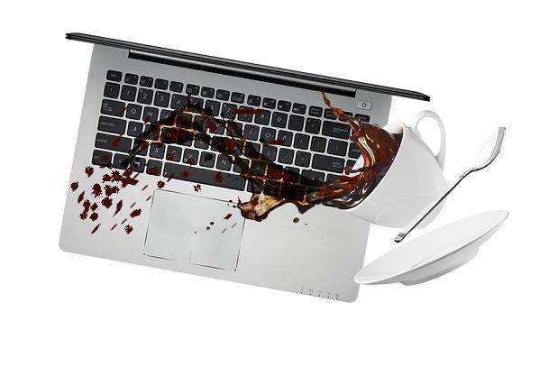 ماذا تفعل إذا سكبت الماء أو القهوة على جهاز الكمبيوتر المحمول الخاص بك