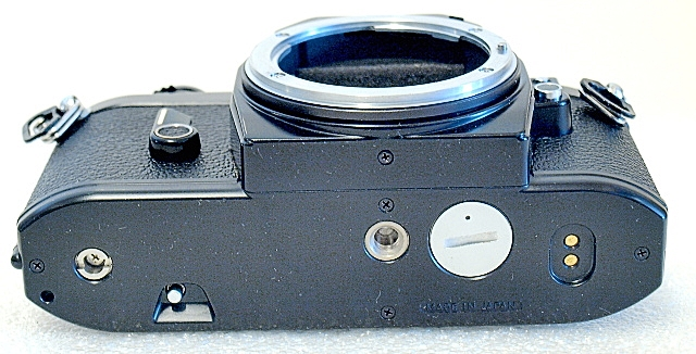 Nikon EM, bottom