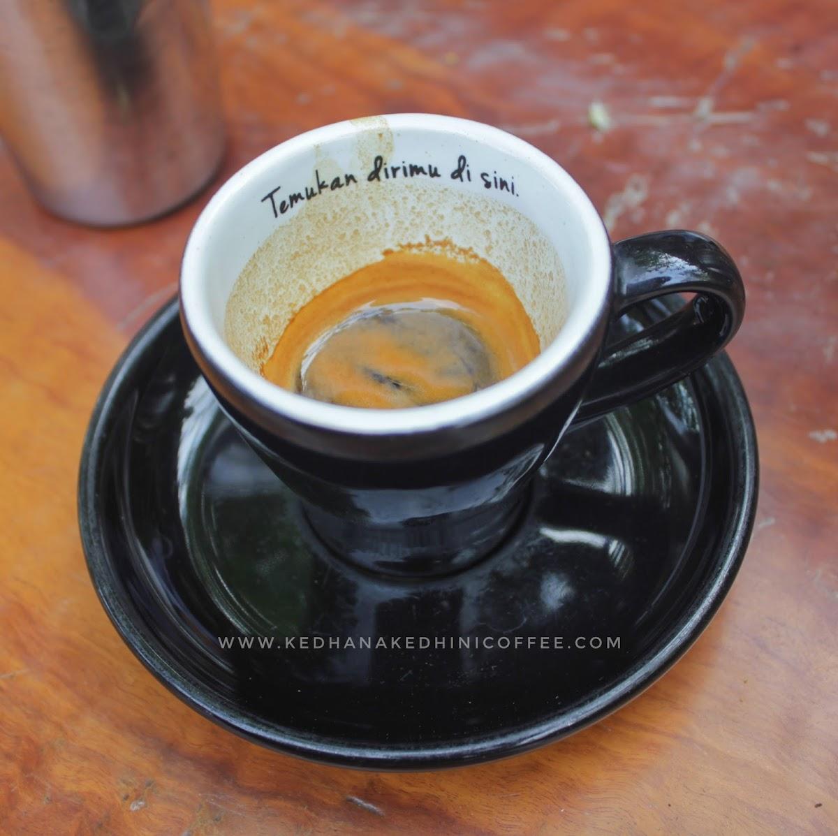 cangkir kopi filosofi kopi
