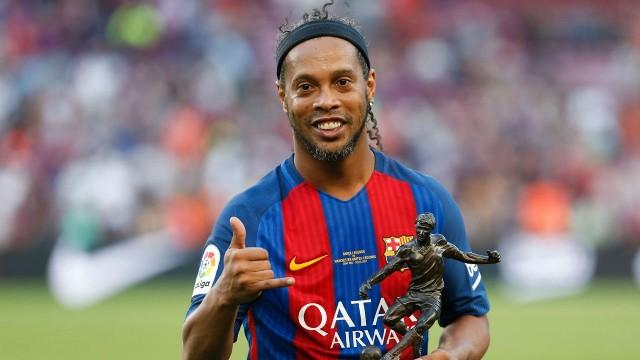 Ronaldinho Akhiri Karir Sebagai Pesepakbola
