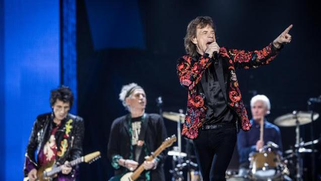 Mick Jagger, Charlie Watts, Ron Wood y Ketih Richards, componentes de los Rolling Stones, actúan en París en 2017