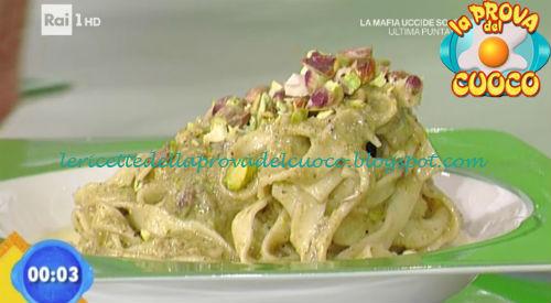 Tagliatelle con pesto di pistacchi su fonduta di raschera ricetta Giunta da Prova del Cuoco