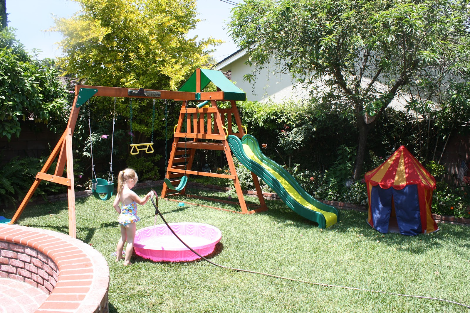 Small Backyard Landscaping Ideas for Kids and Dogs