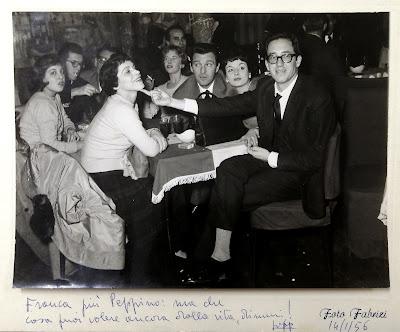 Franca Valeri con Peppino Patroni Griffi e altri amici