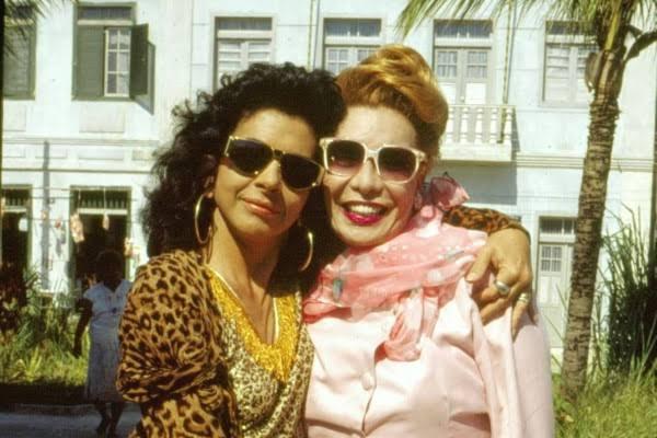 Walcyr Carrasco mente e Glamour Garcia não é a primeira trans a fazer trans na TV