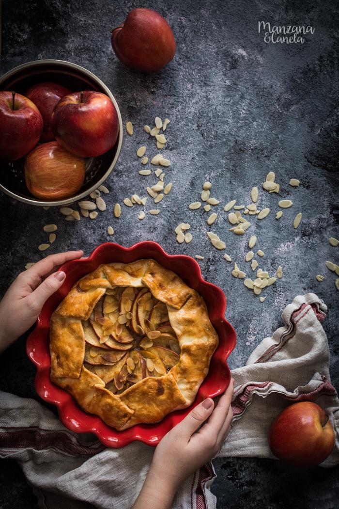 Tarta rústica de manzana, almendra y caramelo. Receta muy fácil.