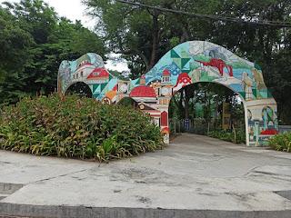 salah satu spot foto di taman indonesia kaya
