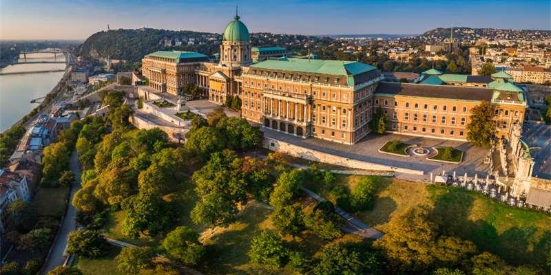 Buda Castle (Hungary) - Moniedism