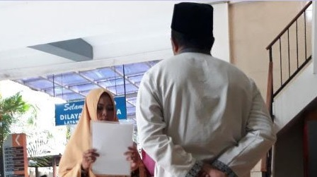 Guru Agama yang Lakukan Sumpah Pocong Tiba-tiba Pada Muridnya Akhinya Minta Maaf