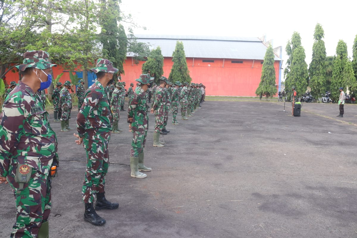 Satgas TMMD melaksanakan apel pagi di Lapangan Posko TMMD ke 109 Kodim 0410/KBL Kelurahan garuntang