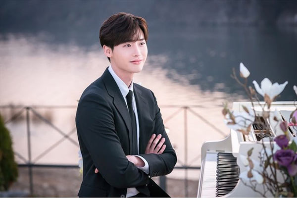 lee jong suk dalam drama korea romance is a bonus book
