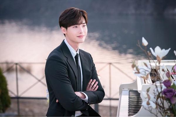 lee jong suk dalam drama korea romance is a bonus book