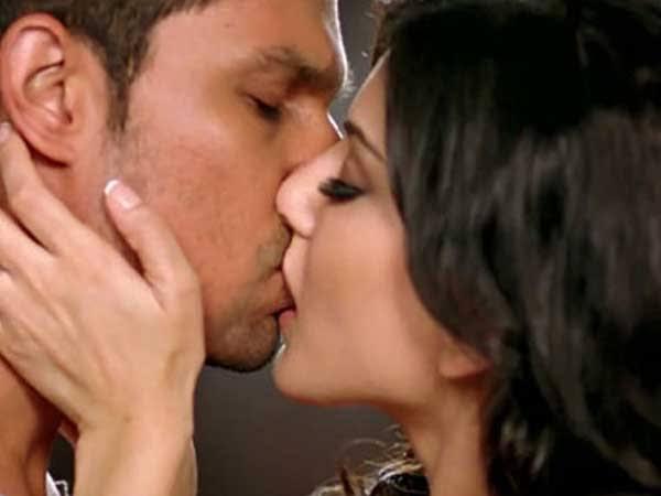 sunny leone kissing scene