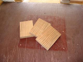 調整した木片