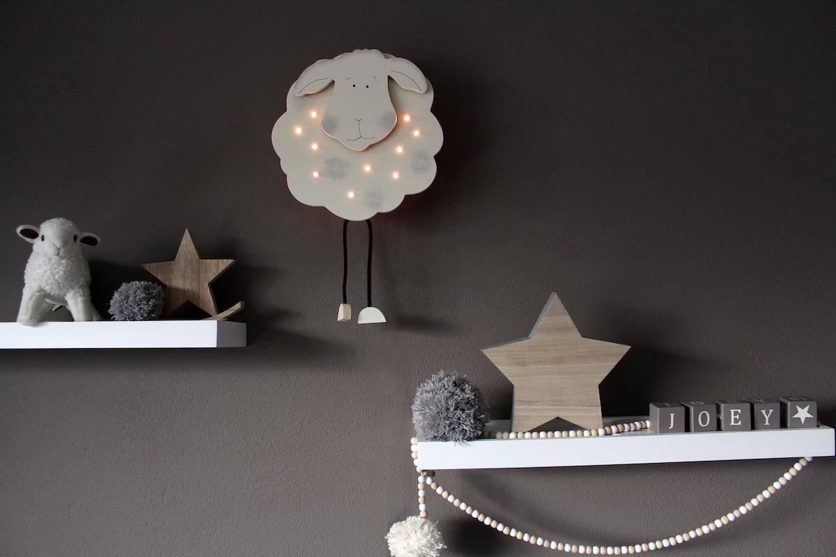 Lámpara infantil tipo plafón de pared con diseño que imita una oveja