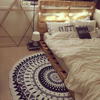 cama para hostel con palets de madera