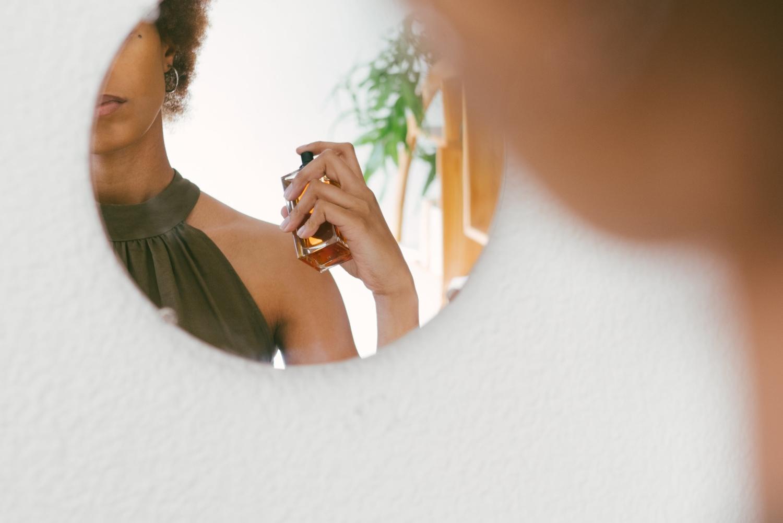 woman uses perfume