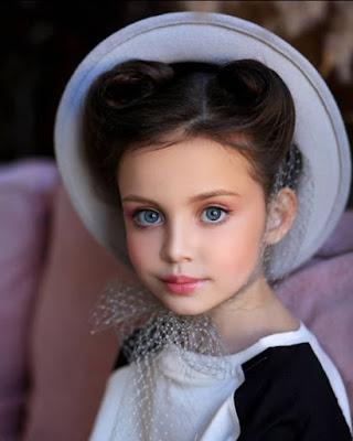 ليزا توماتشوفا ، من روسيا ، طفلة جميلة