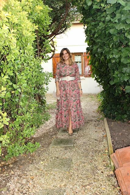 robe Sézane, chaussures Minelli dorées, les petites bulles de ma vie