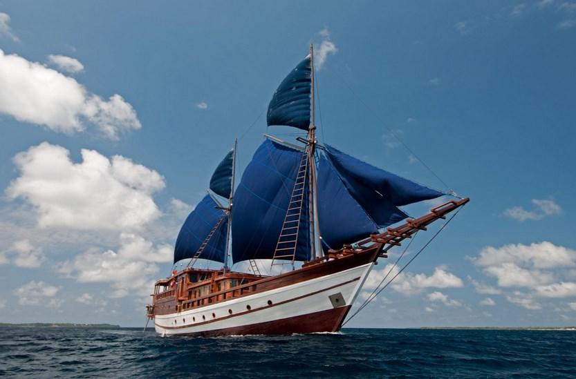 Kapal Tipe Layar yang Melegenda Nyata Pinisi dari Sulawesi Selatan, Kapal yang hanya bisa taklukan Tupanrita Lopi dari Bira