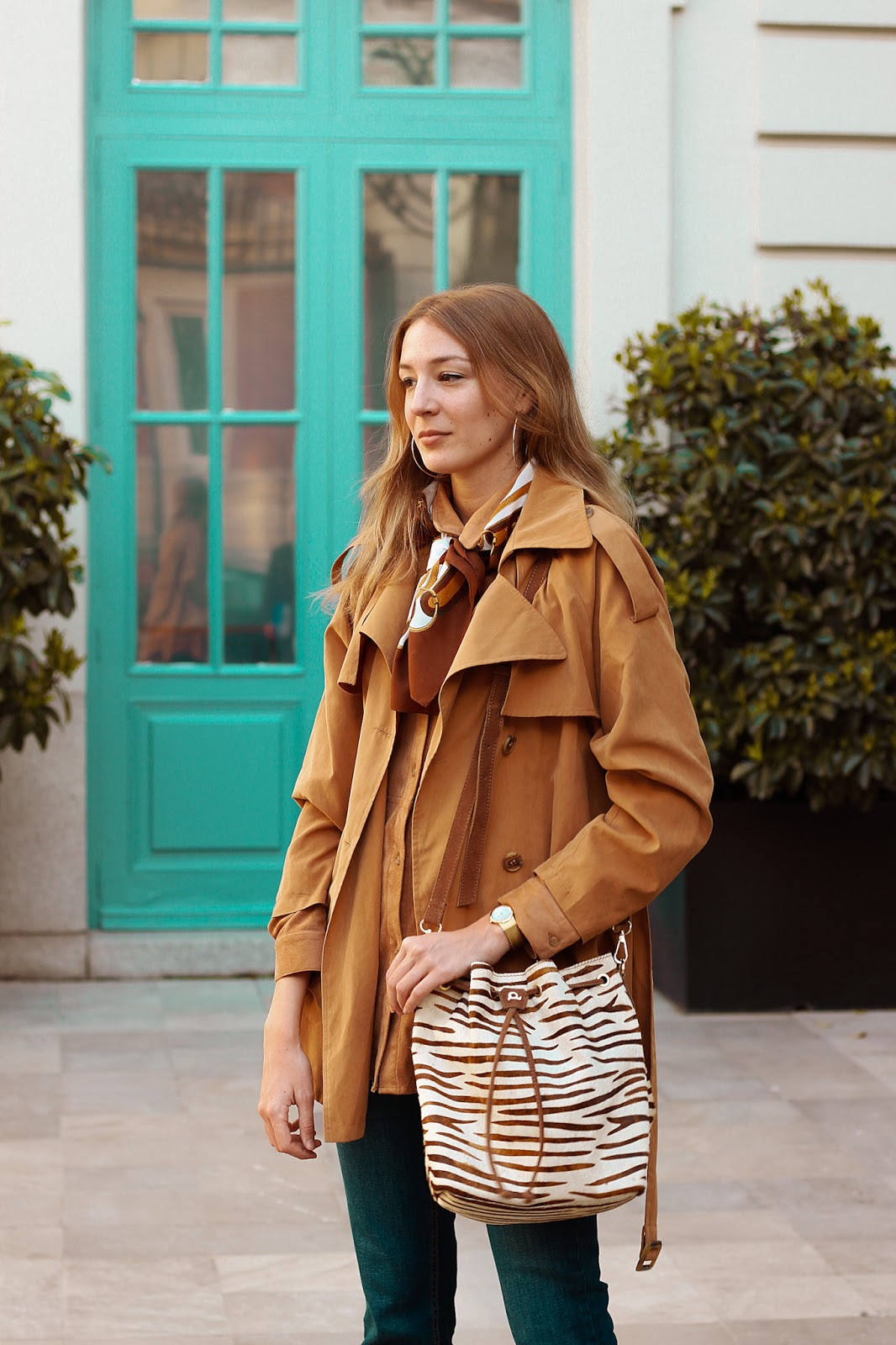 pantalones-campana-amichi-bolso-animal-print-zebra-dayaday-street-style
