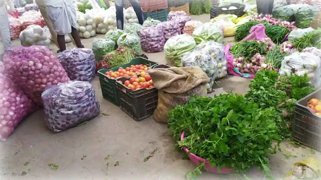 50 रू किलो बिकने वाली सब्जी 5 व 10 रू किलो के भाव में बेचने को मजबूर किसान