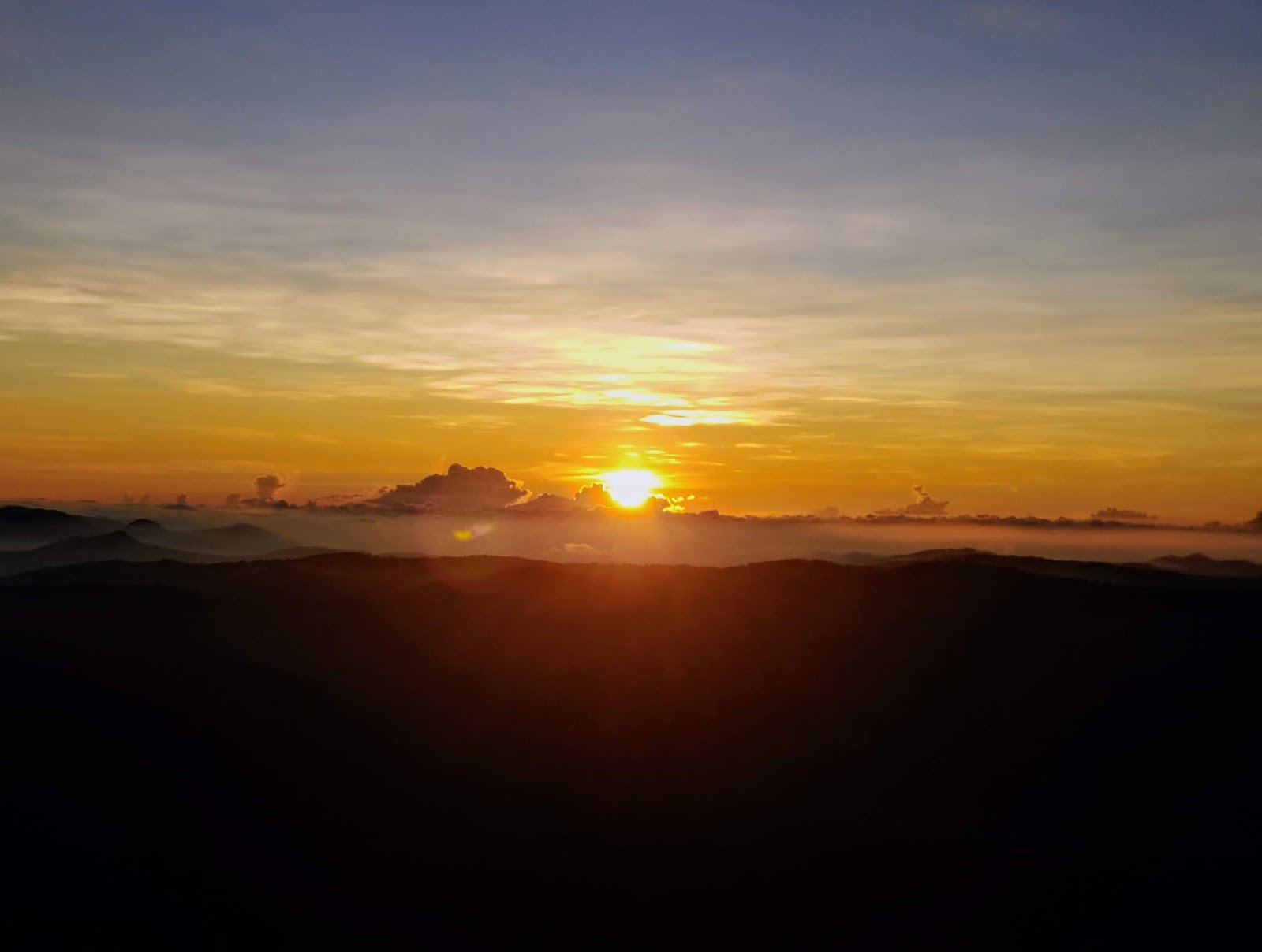 Perfect sunrise at Manjakuttai viewpoint
