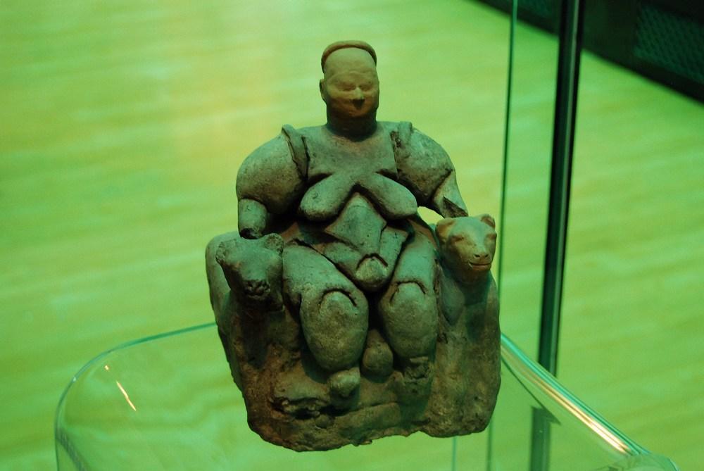 la statue de la « déesse-mère »