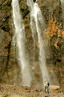 France. Pyrenees. Circus Gavarnie. Waterfall. Франция. Пиренеи. Цирк Гаварни. Водопад.