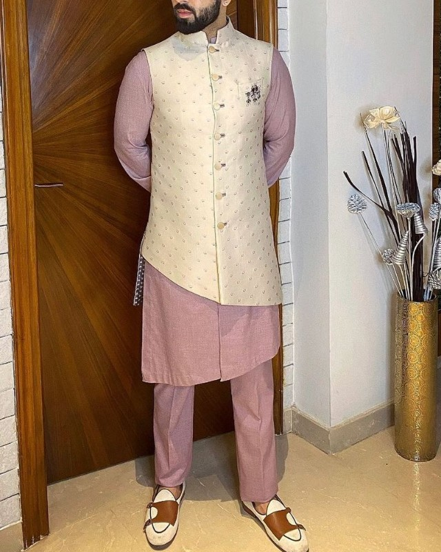 A man in kurta-pyjama, slip-on and sleeveless Nehru jacket.