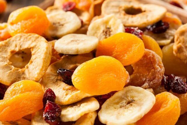هل تساعد الفواكه الجافة على زيادة الوزن ؟؟