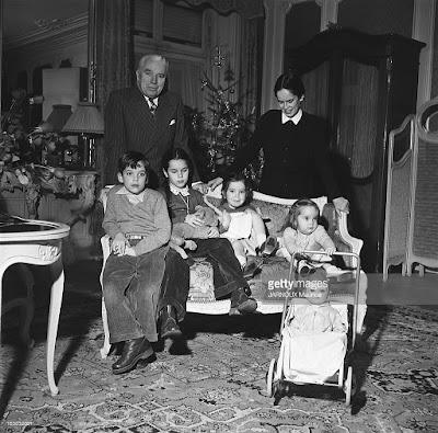 Чаплин с семьей встречают Рождество в отеле в Лозанне (1952 г.)