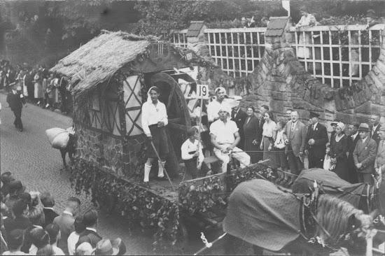 Winzerfest 1932 - unbekannter Motivwagen, Nachlass Joseph Stoll, Fotoalbum Winzerfest 1932 lfd. No. 019.jpg