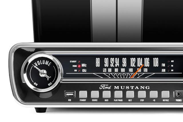 65年型フォード「マスタング」のインパネを再現したミュージックプレイヤー ION AUDIO「Mustang LP BK」