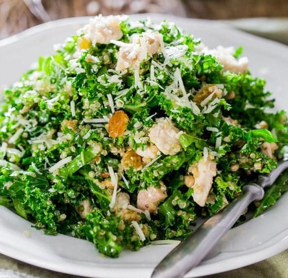 KALE AND QUINOA SALAD WITH LEMON VINAIGRETTE #vegetarian #salads