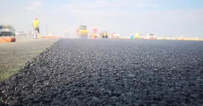 Da Londra a Bangalore a Venezia, aumentano le strade fatte di plastica riciclata