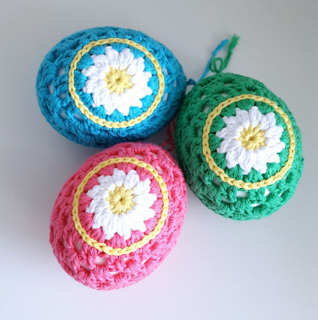 crochet daisy easter eggs