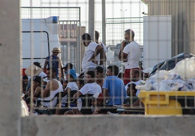 """Italie : face à la flambée du nombre de migrants, le maire de Lampedusa appelle à la """"grève générale...!"""""""