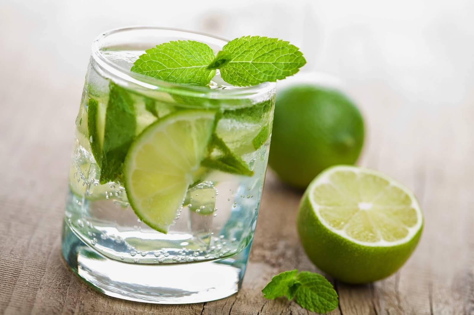 Beneficios-agua-con-limon