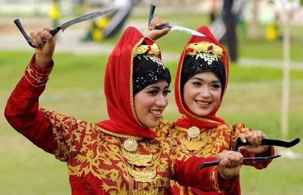 Ciri Khas Pakaian Adat Aceh Untuk Kaum Wanita dan Pria