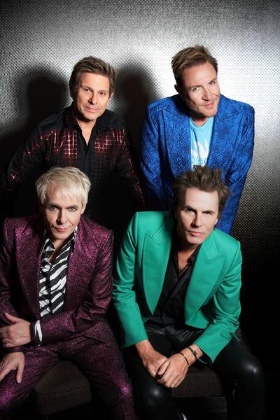 """O Duran Duran celebra a união entre as pessoas em seu novo single """"TONIGHT UNITED"""". Produzida pelo lendário Giorgio Moroder, a música apresenta uma nova sonoridade para um grupo que quer sempre se reinventar. Este é um lançamento BMG disponível em todas as plataformas de música digital."""