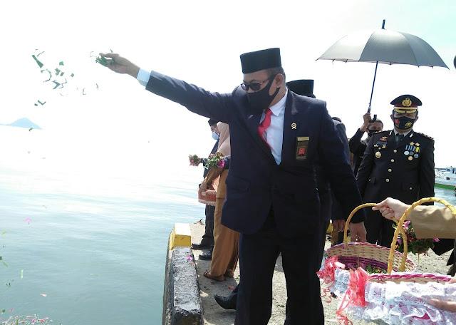 Kenang Jasa Pahlawan, Pemkab Sinjai Tabur Bunga di TMP Mangottong