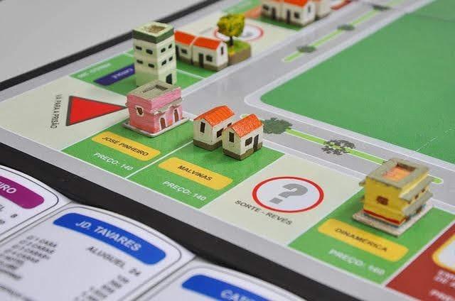 Como um jogo, como o Banco Imobiliário ou o Jogo da Vida pode ensinar você e seus filhos sobre finanças pessoais.