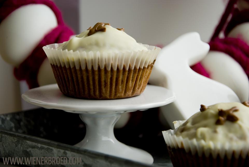 Schoko-Hasen-Muffins, saftige Schokoladen-Muffins in Hasenform mit weißer Kuvertüre, Rezept mit sehr wenig Mehl, perfekt zu Ostern / Bunny shaped chocolate muffins [wienerbroed.com]