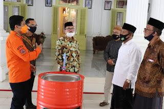Pemkab Cirebon Berikan Bantuan Pencegahan Covid-19 di Pondok Pesantren