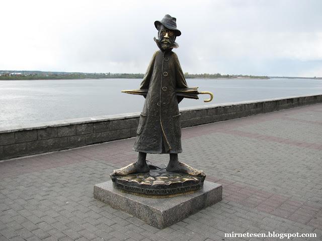 Памятник Чехову на набережной Томи, Томск