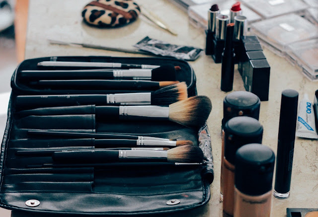 5 Tips For Looking Your Best While Traveling, Makeup