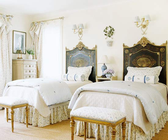 Hydrangea Hill Cottage: Beautiful Painted Headboards