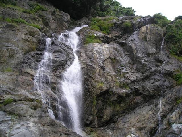 Exploring beautiful waterfalls in Quang Ngai 2