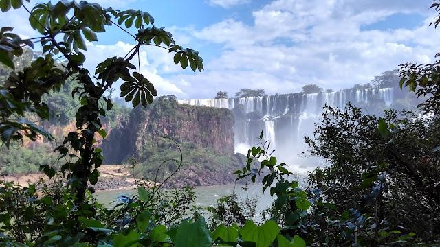 Visão na trilha inferior das Cataratas del Iguazú, lado argentino.